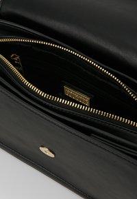 Versace Jeans Couture - BELT BUCKLE BAG PLAIN - Schoudertas - nero - 4