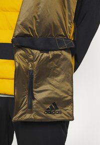adidas Performance - URBAN OUTDOOR VEST - Väst - gold - 4