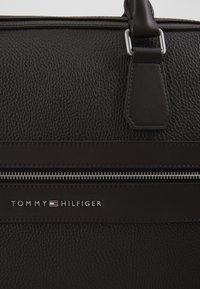 Tommy Hilfiger - MODERN COMPUTER BAG - Torba na laptopa - brown - 2