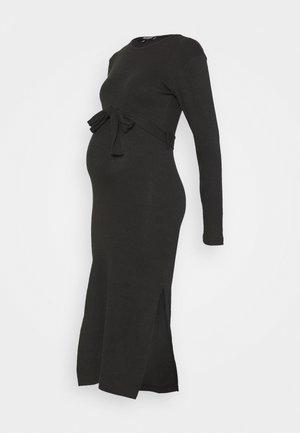 BELT SIDE SPLIT MIDI DRESS - Pletené šaty - black
