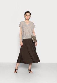 someday. - OMYLA - Pleated skirt - chocolate - 1