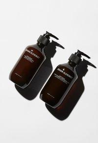 Grown Alchemist - HAND WASH & HAND CREAM - Bad- & bodyset - - - 2