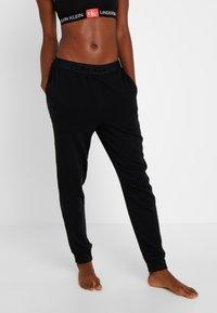 Calvin Klein Underwear - TONAL LOGO LOUNGE JOGGER - Nattøj bukser - black - 0