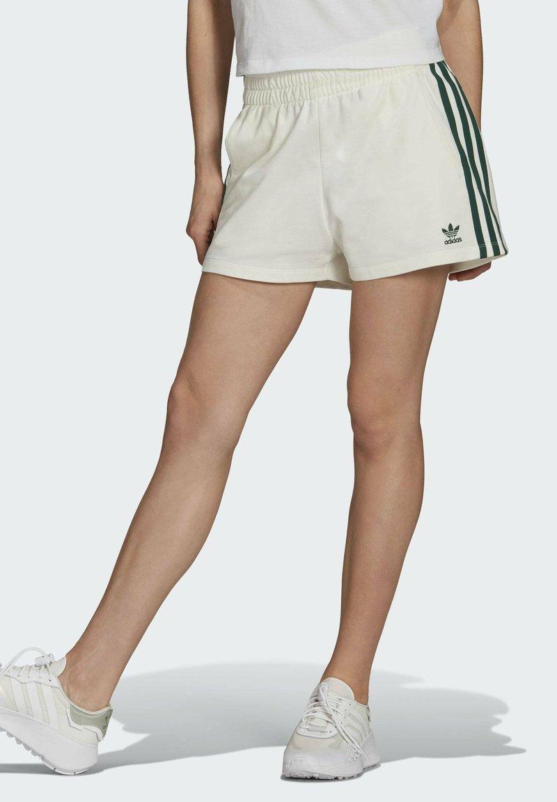 adidas Originals - TENNIS LUXE 3 STRIPES ORIGINALS SHORTS - Shorts - off white