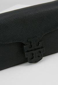 Tory Burch - MCGRAW CROSS BODY - Borsa a tracolla - black - 6