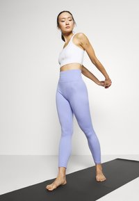 Nike Performance - YOGA LUXE CROP TANK - Sport BH - summit white - 1