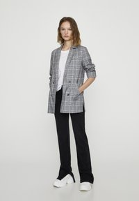 PULL&BEAR - Krátký kabát - grey - 1