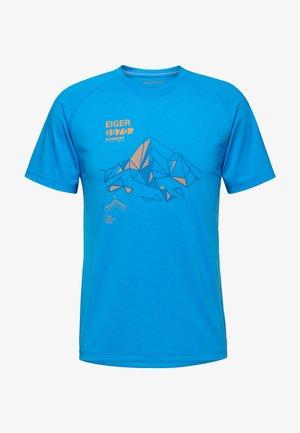 MOUNTAIN MEN - Print T-shirt - gentian