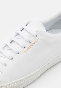 By Malene Birger - EXCLUSIVE SANDIE - Trainers - white/gold - 6