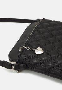 L.CREDI - GIULIETTA - Across body bag - black - 4