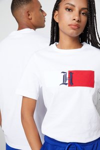 Tommy Hilfiger - LEWIS HAMILTON UNISEX CLASSIC LOGO TEE - Print T-shirt - white - 5