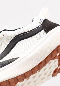 Vans - ULTRARANGE RAPIDWELD - Baskets basses - black/marshmallow - 2