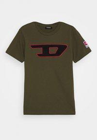 Diesel - TJUSTDIVISION-D MAGLIETTA - Print T-shirt - olive night - 0