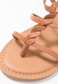 New Look Wide Fit - WIDE FIT GOA - Sandály s odděleným palcem - tan - 2