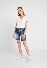 Marjo - FRANZISKA BERMUDA - Shorts - blau - 1