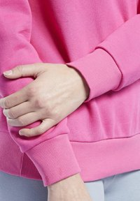 Reebok Classic - CLASSICS LOGO CREW - Sweatshirt - pink - 4