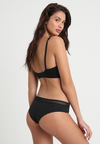 Sloggi - EVER FRESH CHEEKY HIPSTER - Slip - black - 2