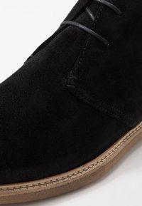 Walk London - DYLAN DESERT BOOT - Casual lace-ups - crut black - 5