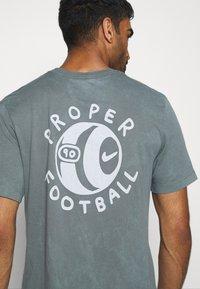 Nike Performance - FC TEE SEASONAL - Print T-shirt - smoke grey - 5