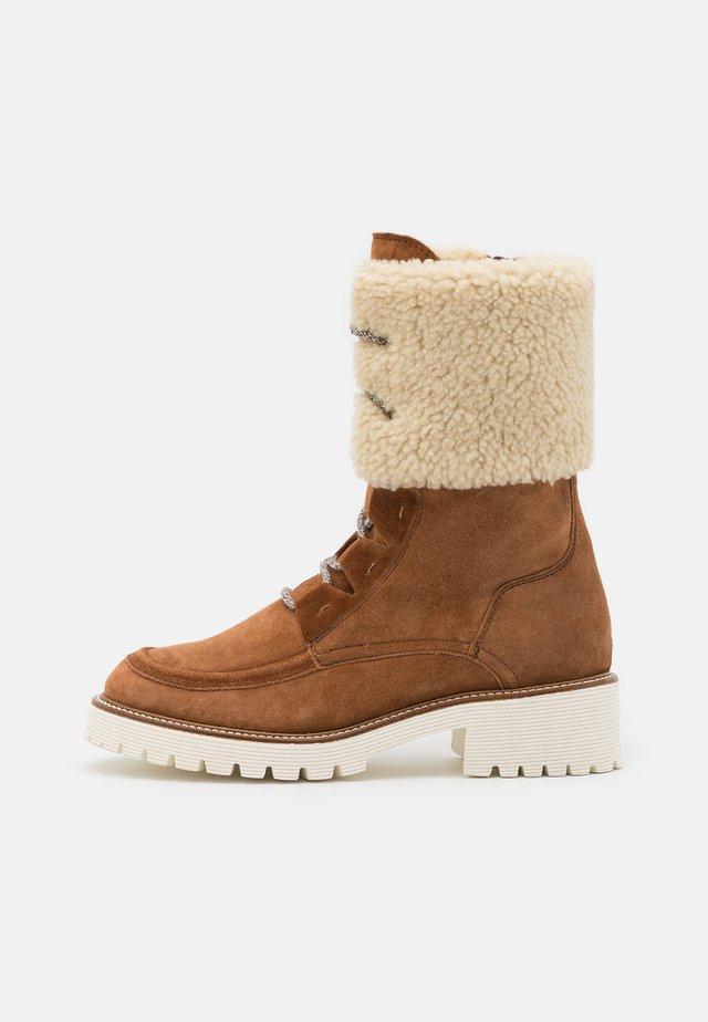 Šněrovací kotníkové boty - nuss
