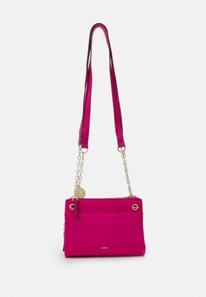 CROSSBODY BAG - Taška spříčným popruhem - pink
