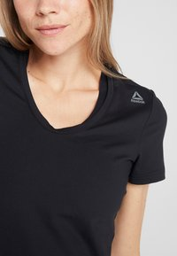 Reebok - TEE - T-Shirt basic - black - 5