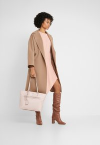 DKNY - CASEY LARGE TOTE - Tote bag - nude - 1