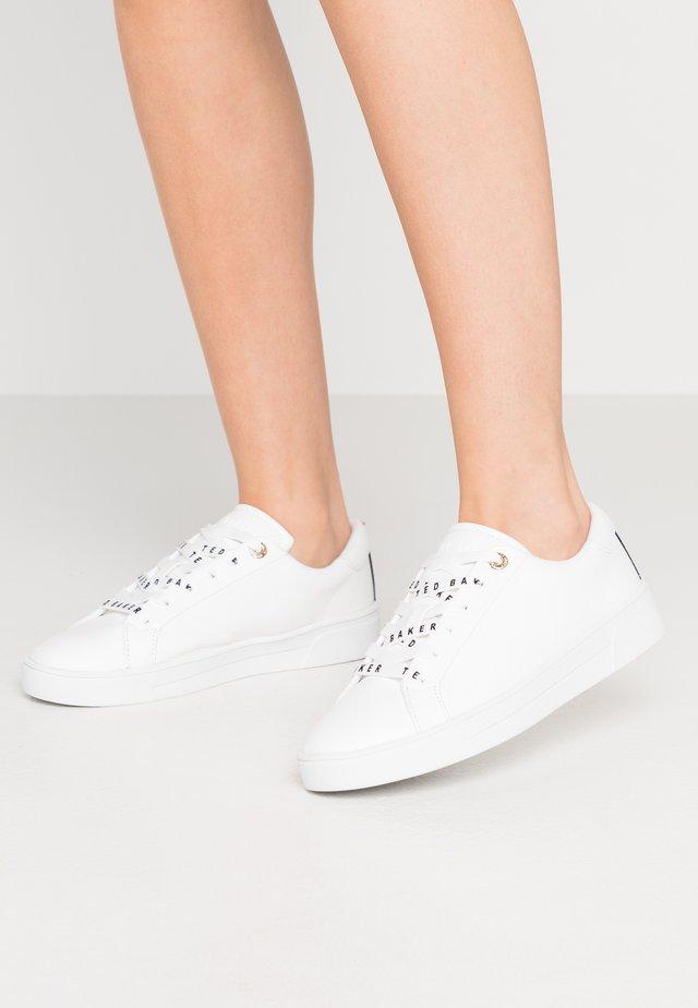 MERATA - Sneakers laag - white