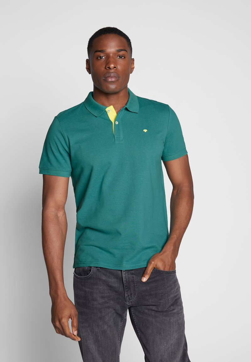 TOM TAILOR - BASIC WITH CONTRAST - Polo shirt - ever green