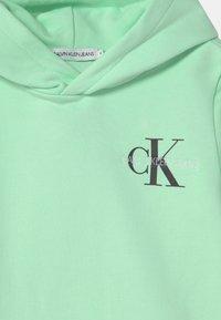 Calvin Klein Jeans - SMALL MONOGRAM HOODIE UNISEX - Hoodie - green - 2