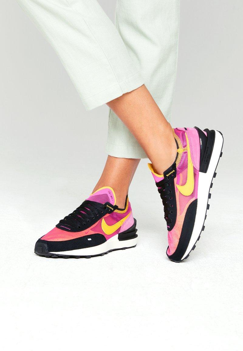 Nike Sportswear - WAFFLE ONE - Zapatillas - active fuchsia/universe gold/black/coconut milk/metallic silver/orange