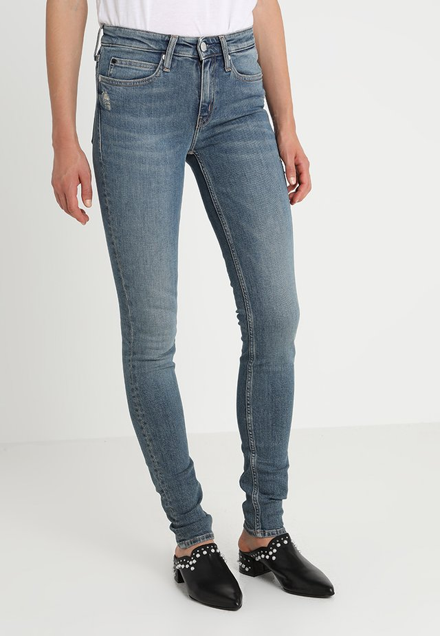 CKJ 011 MID RISE SKINNY  - Jeansy Skinny Fit - london mid blue
