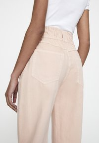 PULL&BEAR - Relaxed fit jeans - rose gold - 5