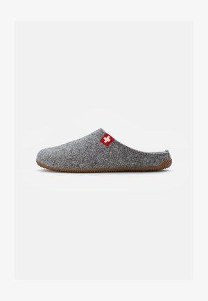 FILZPANTOFFEL SCHWEIZER KREUZ MIT FUSSBETT  - Pantoffels - grau