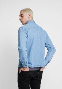 Jack & Jones - JJIPETE - Camisa - light blue denim - 2