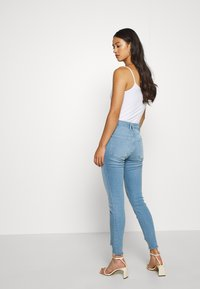 Good American - GOOD LEGS - Jeans Skinny Fit - blue - 2