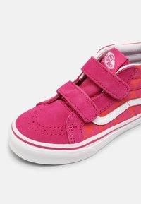 Vans - SK8-MID REISSUE V - Vysoké tenisky - neon animal leopard/pink - 6