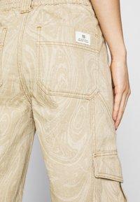 BDG Urban Outfitters - MARBLE SKATE JEAN - Pantaloni - beige - 5