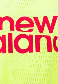 New Balance - ACHIEVER COLLIDE TEE - Koszulka sportowa - bleached lime glo - 5