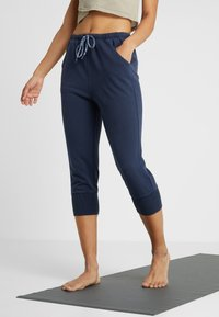 Free People - FP MOVEMENT COUNTERPUNCH CROPPED JOGGER - Tracksuit bottoms - navy - 0