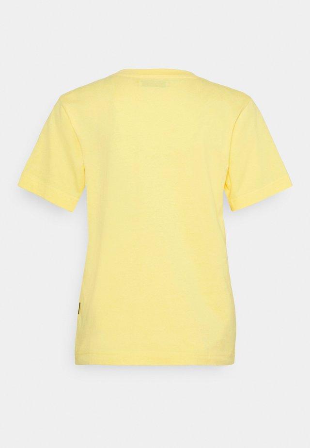 MYSEN NOT BANANAS - Print T-shirt - snapdragon