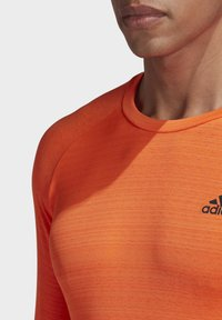 adidas Performance - RUNNER LONG-SLEEVE TOP - Long sleeved top - orange - 4