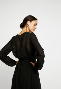 Vero Moda - VMGROA WRAP DRESS - Robe d'été - black - 4