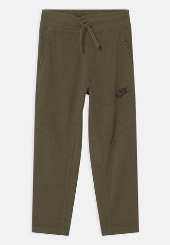 UTILITY BOTTOM - Spodnie treningowe - medium olive/light army