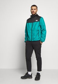 The North Face - MENS CYCLONE 2.0 HOODIE - Veste imperméable - black/fanfare green - 1