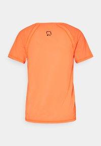 ONLY Play - ONPPERFORMANCE TRAINING LOOSE - T-shirt basic - sunset orange/black - 1