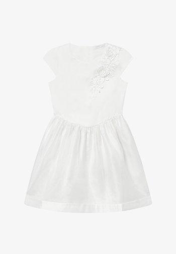 NKFSHILA - Cocktailjurk - bright white