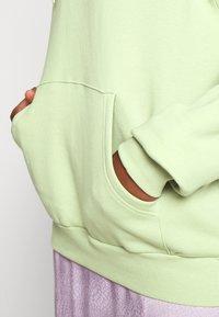 Monki - ODA - Sweatshirt - dusty green unique - 5