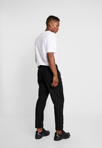 Bellfield - MENS CROPPED TROUSER - Trousers - black - 2