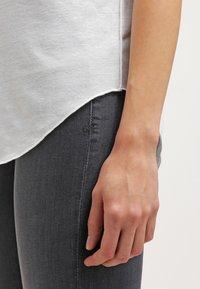 Vero Moda - VMLUA  - T-shirt basique - snow white - 5